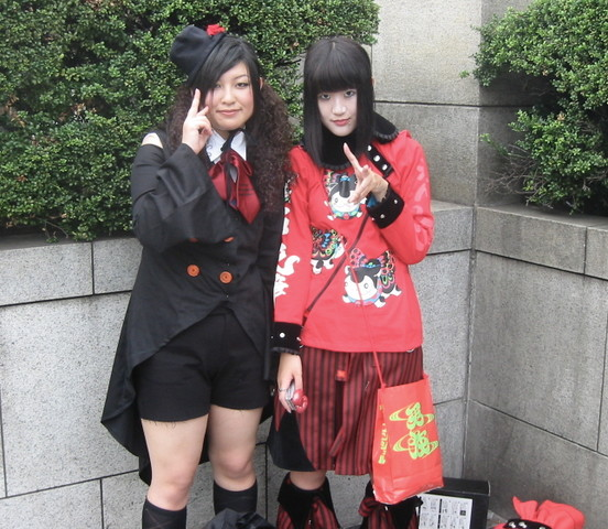 Cool Japanese girls. 2004-09-11 05:54:31 UTC